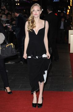 """Actress Amanda Seyfried attends the """"Les Miserables"""" World Premiere at the Odeon Leicester Square on December 5, 2012 in London, England. 