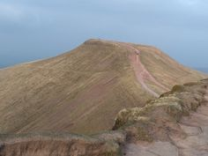 Pen Y Fan routes to reach the summit are many but 2 routes are most popular. The route from the Storey Arms car park and the other from Pont ar Daf car park! Brecon Beacons, Over The Bridge, Self Discovery, South Wales, Interesting Facts, Car Parking, Fun Facts, National Parks, Around The Worlds