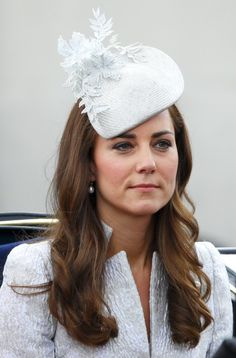 "Pin for Later: Die 27 besten Hüte, die Kate Middleton je getragen hat 2014 bei der ""Trooping the Colour"" Parade in London"