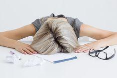 Silmät ristissä työpaikalla – näin sovitat työn rytmiisi | Me Naiset