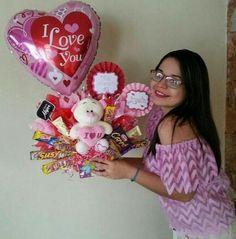Valentines Day Baskets, Teacher Valentine, Valentines Day Gifts For Him, Valentines Diy, Candy Arrangements, Candy Centerpieces, Candy Bouquet, Balloon Bouquet, Valentines Balloons