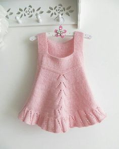 Baby Knit Dress Patterns – Knitting And We Knit Baby Dress, Knitted Baby Blankets, Baby Knitting Patterns, Hand Knitting, Baby Outfits Newborn, Kind Mode, Dress Patterns, Crochet For Kids, Fall Outfits