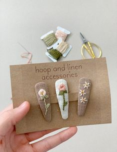 Set of 3 embroidered snap clips Embroidery Hoop Crafts, Basic Embroidery Stitches, Hand Embroidery Flowers, Embroidery Bags, Flower Embroidery Designs, Creative Embroidery, Simple Embroidery, Hand Embroidery Patterns, Diy Hair Scrunchies