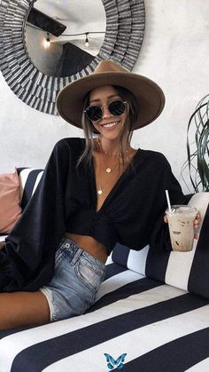 Comfortable Black Outfits For Hot Weather - Don't know how to rock your black outfit this summer? Just follow these steps to keep looking fly  -<br> Beach Outfit Plus Size, Outfits Plus Size, Casual Beach Outfit, Beach Date Outfit, Casual Bar Outfits, Boat Outfit, Beach Outfit For Women, Cute Beach Outfits, Classy Outfits