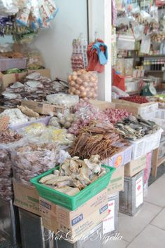 "This is a great pictorial of Singapor's food...from the blog, ""Not Quite Nigella""..a tour...I found it fascinating."