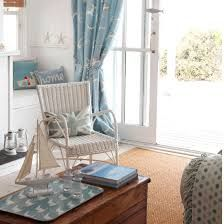 Soft Blue & White Decor Ideas to Turn your Living Room into a Bright & Happy Beach Oasis - Beach Bliss Living Coastal Curtains, Coastal Bedrooms, Coastal Living Rooms, Cottage Living, Bird Curtains, Curtain Hanging, Blue And White Living Room, Beach Living Room, Beach Cottage Decor
