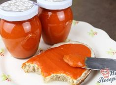 Homemade paprika spread that is addictive Top-Rezepte. Pesto Hummus, Tasty, Yummy Food, Cordon Bleu, Chutney, Brunch, Food And Drink, Cooking Recipes, Stuffed Peppers