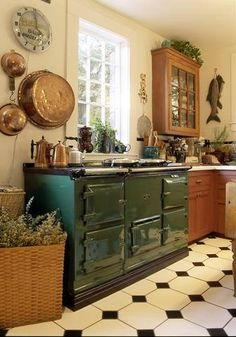 British Racing Green Aga ♥ the same as mine (only I have the smaller one! Kitchen Inspirations, Beautiful Kitchens, Vintage Kitchen, Aga Stove, Kitchen Dining Room, Country Kitchen, Home Kitchens, English Decor, Kitchen Style