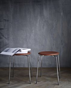 Objects - DOT™ I DOT™ was developed by Fritz Hansen in the 50's around the same time as Arne Jacobsen created the Ant™ chair.