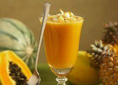 Batido tropical de papaya, banana & piña perfecto para un vientre plano