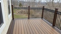 Head to our page for way more all about this excellent deck garden Composite Deck Railing, Deck Railings, Trex Decking, Outdoor Decking, Decking Ideas, Balcony Railing, Deck Patterns, Cabin Decks, Deck Framing