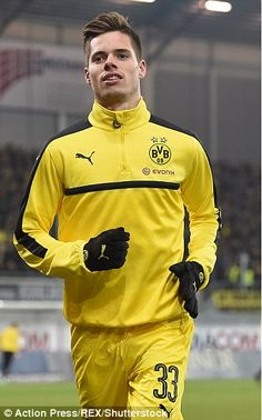Alexander Isak and Borussia Dortmund's coveted youngsters Julian Weigl, Jack Wilshere, Christian Pulisic, Alex Morgan, Sport, Football Players, Athletes, Motorcycle Jacket, Chill