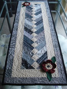 The Nifty Stitcher: A Friday Finish - Tablerunner--nice colors Patchwork Table Runner, Table Runner And Placemats, Table Runner Pattern, Quilted Table Runners, Small Quilts, Mini Quilts, Strip Quilts, Quilt Blocks, Quilting Projects