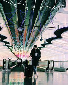 free people & street style & fashion photography & neon lights & Philadelphia travel & fashion bloggers & Chicago airport
