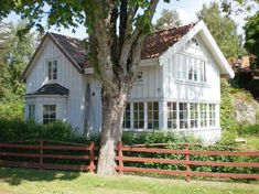 To have a farmhouse means to possess a comfortable home. you also have a pleasant-looking house. If you happen to own associate degree aspiration of getting one, the subsequent are ten coolest house plans for you. Swedish Cottage, Swedish House, Cozy Cottage, Cottage Style, Scandinavian Cottage, White Cottage, Scandinavian Style, Farmhouse Plans, Modern Farmhouse