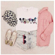 Mickey Mouse shirt, light wash denim shorts, daisy hat, everything Cute Disney Outfits, Disney World Outfits, Disney Themed Outfits, Disneyland Outfits, Cute Outfits, Disney Fashion, T Shirt Mickey, Mickey Mouse Shirts, Disney Shirts
