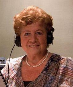 † Toos van de Voorde-Verdult (81) 08-09-2017 Toos van de Voorde-Verdult is afgelopen vrijdag, op een leeftijd van 81 jaar, overleden. Binnen de Efteling was zij vooral bekend vanwege haar vertelstem bij het sprookje het Meisje met de Zwavelstokjes (2004). Ze leende daarnaast ook haar stem aan het sprookje van de Nieuwe Kleren van de Keizer dat in 2012 opende. https://youtu.be/Js5HuOavvx8