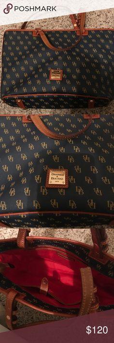 New! Dooney & Bourke shoppers tote purse medium New! Dooney & Bourke shoppers tote medium in navy color very pretty Dooney & Bourke Bags Totes