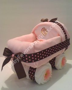 Baby shower gift: baby carriage diaper cake
