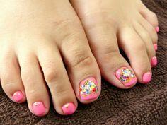 ペディキュア☆ キュートなピンクにハートストーンネイルの画像 | 京都・今出川のプライベートネイルサロン bliss nail(ブリスネ…