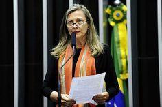 Entrevista com Maria Lúcia Fattorelli explicando a questão da dívida pública brasileira e a necessidade de uma auditoria.