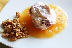 Colazione per tutti: Cheesecake scomposto di ciliegie con crema di pesche e cereali