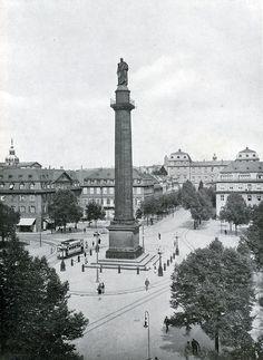 Die Ludwigssäule in Darmstadt, vor 1930 Beschreibung In der Mitte des Darmstädter Luisenplatzes steht die Ludwigssäulemit der Statue Ludwigs...
