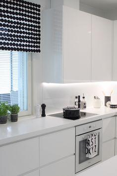 Beautiful White Kitchen Cabinet Design Ideas - carilynne news Kitchen Cabinet Styles, White Kitchen Cabinets, Kitchen Black, Diy Interior, Interior Design, Kitchen Remodel Cost, Minimalist Kitchen, Küchen Design, Design Ideas