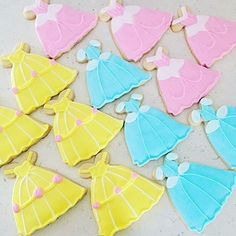 Mini, Standard, and Large sizes for Princess Dress Cookie Cutter Fancy Cookies, Royal Icing Cookies, Sugar Cookies, Disney Princess Cookies, Princess Disney, Cookie Dough, Cookie Cutters, Princess Birthday, Gum Paste
