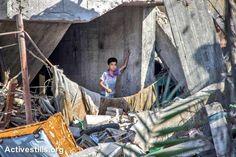 A #Gaza migliaia di persone sono costrette a vivere in case semidistrutte dalle bombe israeliane [Foto Activestills]