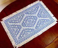 Centro de mesa em vagonite, ponto oitinho  Vintage Lace Table Topper - Swedish Weaving