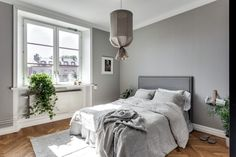 I like this simple, all grey home. The color of the walls gives the rooms a soft touch and the glass partition in the bedroom divides the sleeping area from an extra workspace. Scandinavian Interior Bedroom, Gray Interior, Interior Design, Small Room Bedroom, Home Decor Bedroom, Modern Bedroom, Minimalist Bedroom Small, Shabby Chic Bedrooms, Home Trends