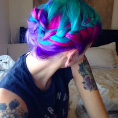 Dye your hair simple & easy to ombre green blue hair color - temporarily use ombre green blue hair dye to achieve brilliant results! DIY your hair ombre with hair chalk Dyed Hair Ombre, Dye My Hair, Love Hair, Gorgeous Hair, Underlights Hair, Bright Hair, Colorful Hair, Multicolored Hair, Hair Chalk