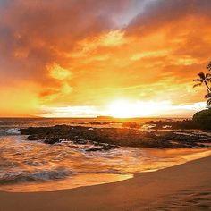 【bigwave.m】さんのInstagramをピンしています。 《. . . Sun Set Maui . . #ocean#sea#beach #sunset#wave #surfin#surf #maui#hawaii #海#ビーチ #サンセット#夕陽 #サーフィン #マウイ島#ハワイ . . 台風には気をつけて下さい… . .》