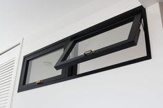 通気や採光のため、個室の壁に室内窓を造作 Window Glass Design, Window Grill Design, Basement Windows, House Windows, Transom Windows, Windows And Doors, Black Window Frames, Glass Block Windows, Double Storey House