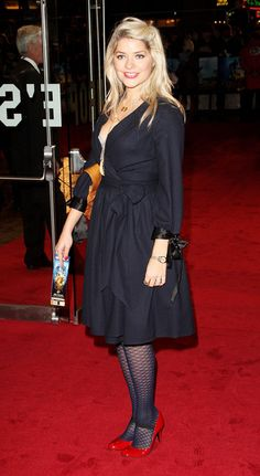 Holly Willoughby Photos - (UK TABLOID NEWSPAPERS OUT)  TV presenter Holly Willoughby arrives at the world premiere of 'The Golden Compass' at the Odeon Leicester Square on November 27, 2007 in London, England. - The Golden Compass World Film Premiere