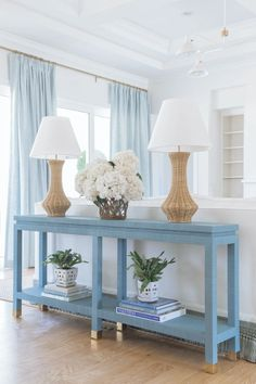 A First Look into Roxy's North Carolina Home - loving room ideas Blue And White Living Room, Blue Living Room Decor, Blue Home Decor, Blue Curtains Living Room, Beach Living Room, Bedroom Beach, North Carolina Homes, Coastal Living Rooms, Hamptons Living Room