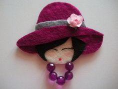 Diy Rag Dolls, Felt Bookmark, Felted Wool Crafts, Felt Wreath, Creation Couture, Fabric Gifts, Felt Brooch, Felt Applique, Handmade Jewelry Designs