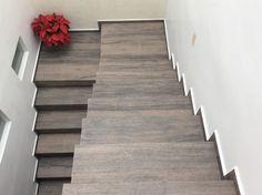 """Escaleras Porcelanato tipo madera """"Casa Lula"""""""
