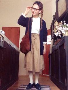 ヘアクリップ 100均// ノーカラーシャツ 旦那さんの// カーディガン UNIQLO// スカート 無印良品// タイツ ZOZOで// ローファー 楽天で// バッグ いただきもの// Beige Outfit, Geek Chic, Fall Outfits, Normcore, Hipster, Lady, Womens Fashion, Skirts, How To Wear