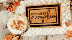 25 Genius DIY Decorating Ideas to Try This Fall! Star Christmas Lights, Diy Closet Doors, Build A Farmhouse Table, Diy Storage Bench, Furniture Painting Techniques, Diy Kitchen Island, Theme Noel, Door Makeover, Diy Pumpkin