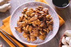 Il pollo alle mandorle, è un classico secondo piatto di origine cinese, molto comune ottimo per una cena a tema cinese da fare in casa!