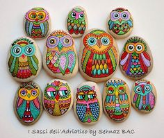 My lovely #owls RELOADED painted directly on natural stone with acrylics  #paintedstones #isassidelladriatico