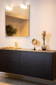Torghatten - Strai kjøkken Bathroom Lighting, Vanity, Mirror, Furniture, Home Decor, Bathroom Light Fittings, Dressing Tables, Bathroom Vanity Lighting, Powder Room