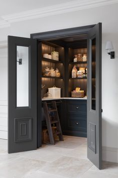 Kitchen Pantry Design, Home Decor Kitchen, Interior Design Kitchen, Home Kitchens, Kitchen Ideas, Pantry Interior, Kitchen Pantry Doors, Kitchen Pantries, Custom Kitchens