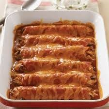 Murm's Beef Enchiladas 1 lb. ground beef 1 sm onion 2 c shredded cheddar cheese 12 corn tortillas 1 T New Mexico chili powder Dave/Laura's Red Chili Sauce, reserve ¼ cup Brown the beef, add onion, chili powder and a ¼ cup of Red Chili Sauce.  cover the bottom of a 9x13 dish. Dip a tortilla in sauce, lay it in the baking dish, add 2 Tbsp meat & a little cheese.  Roll it tightly.  Continue until all meat and tortillas are used.  Add remaining cheese and  sauce.  Bake at 350º for 20 minutes.