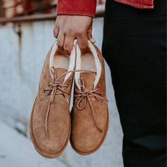 His new favorite shoe just got comfier 🐻🐾 Shop Men's Spencer: bearpaw.com/ #BearpawShoes #LiveLifeComfortably