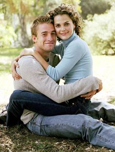 Scott Speedman and Keri Russell from Felicity How early 2000's is this picture? Keri and Scott played a couple on Felicity and then went on to actually date in real life. The two are with other people now, but remain friends. In fact, Keri has even said that she calls him when she needs a friend. Cute!