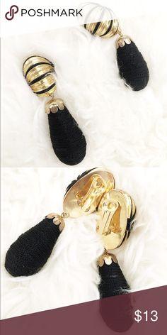 Vintage clip on earrings So beautiful comfy vintage clip on earrings. Very good condition Vintage Jewelry Earrings