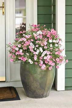 70 Pretty Front Door Flower Pots For A Good First Impression #LandscapingFrontYard